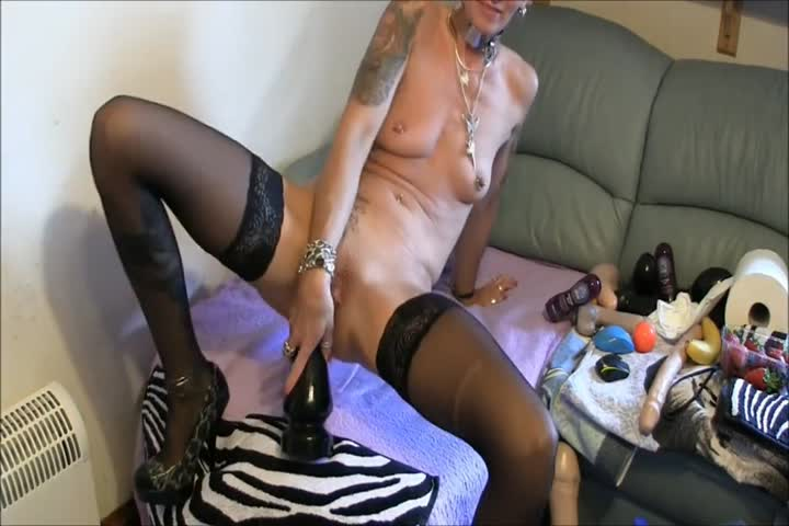 Brazen 39 enjoys rough sex Though this was her first time on video she was04