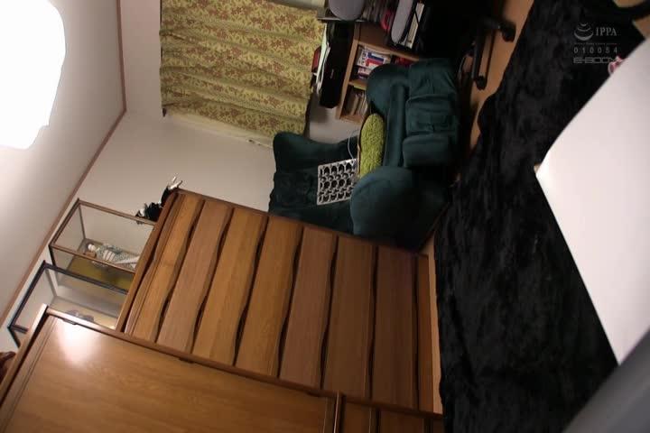 东京都●●市在住 スリム巨乳変态妻が夫の居るガチ自宅で声をひそめて中出し志愿AV撮影 今永恭子