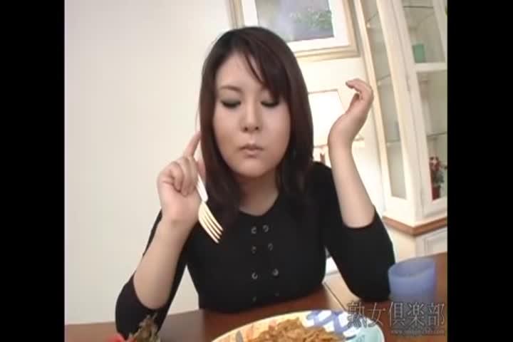 彩乃 吃烟しながらチンコを求める妻达 中文字幕  独家