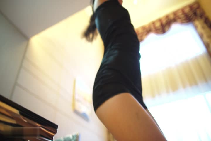 点击播放《大长腿美女模特性感写真》