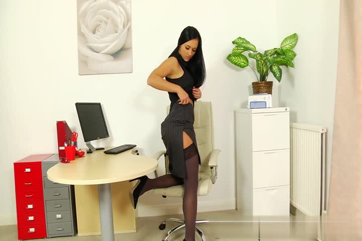 黑丝办公室女郎全裸大秀