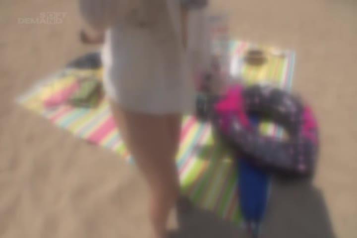 魔术镜子号仅限女大学生!在海水浴场发现的初次见面男女第一次体验镜子号混浴温泉!互相展示互相的裸体由于赤脚股按摩忘记