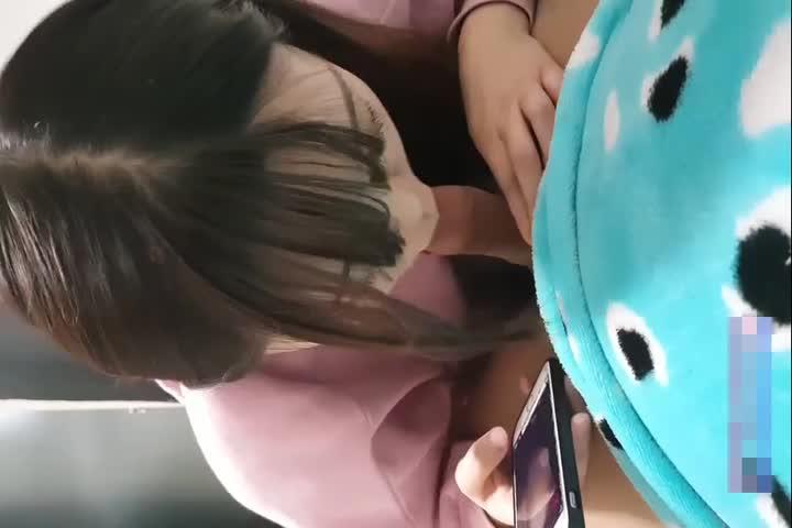 獨家網路熱點視訊:清純小主播吃着大屌與粉絲互動