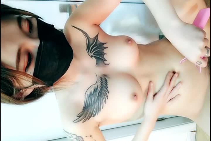胸前两个翅膀纹身美乳漂亮妹子逼逼粉嫩第三部跳蛋震动自慰秀呻吟诱惑喜欢不要错过