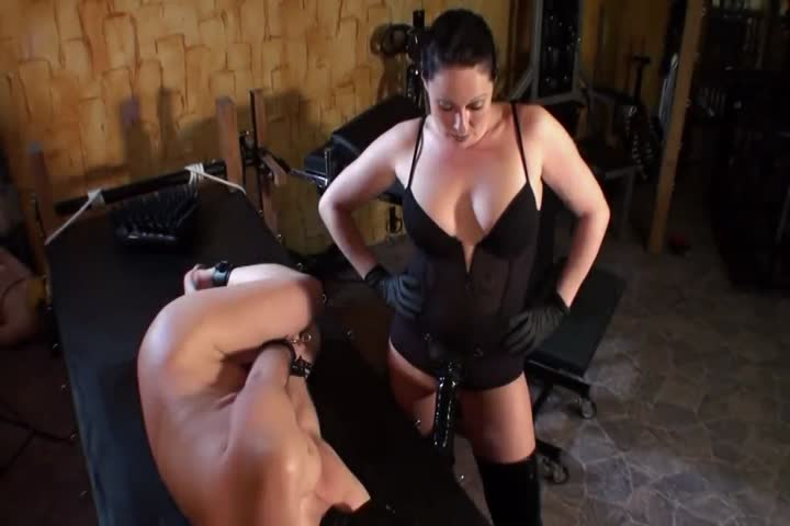 Brunette babe ge hard fisted and cumshot in mouth0