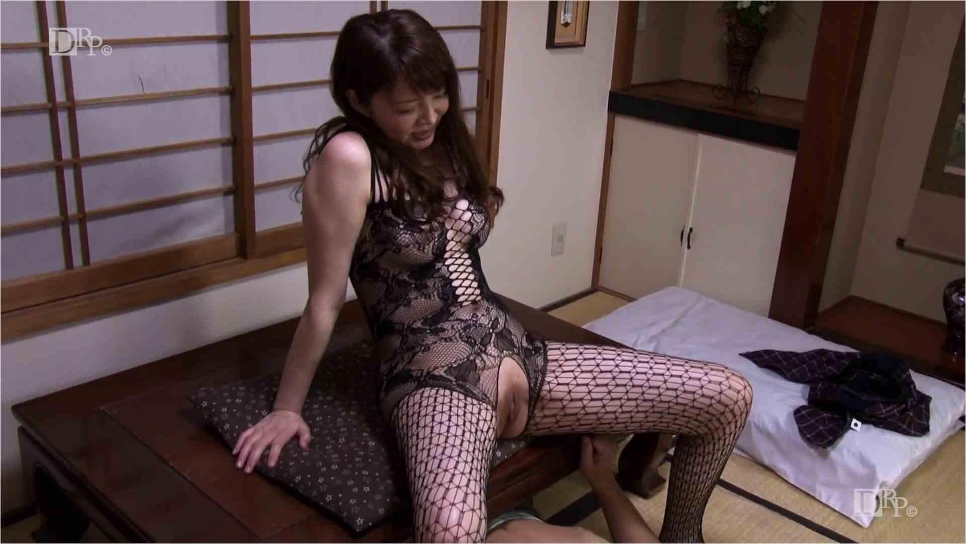 Heyzo-1557-痴女奥様?りりかがイク!~卑猥な下着で男を誘惑~