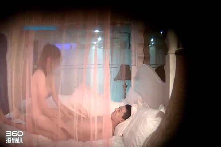 360水滴监控褕拍 清秀大奶美妞 被射完发现套套破了 小姑娘担心的不得了-