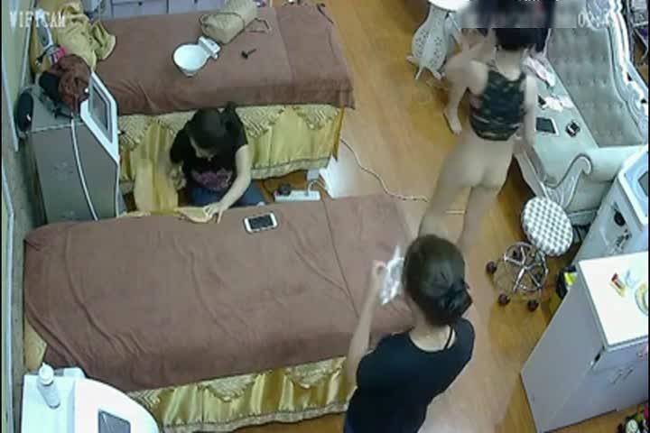 黑客破解美容院监控摄像头偷拍来做美容的白富美激光逼逼永久脱毛
