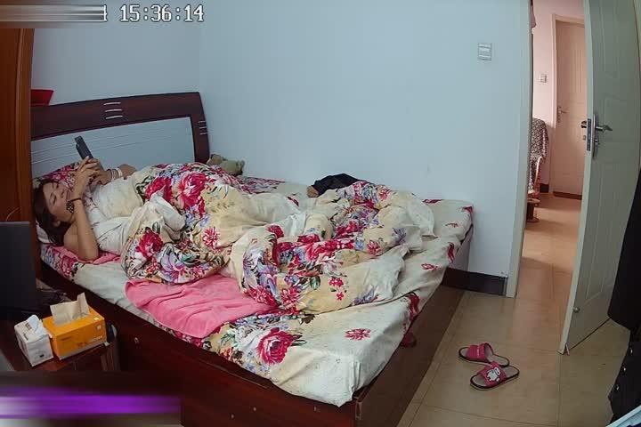 居家网络SXT偷拍性欲强少妇中午睡醒觉来一炮