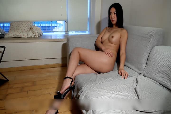 胸部很漂亮的人体模特肖莉宾馆大尺度私拍多个摄影师对着全裸不同姿势的她咔咔拍个遍1080P超清