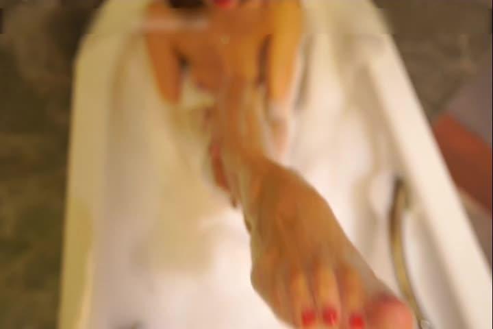 [果哥出品]极品蜜桃美臀媚妖精艾晓青灵欲美臀浴白金版大CD激情诱惑完整版扭臀呻吟