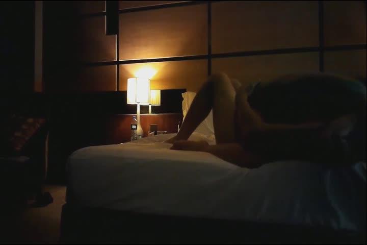 91啪啪很猛的大神约炮丽人高素质外围女露脸开裆黑丝美腿抱起来干把妹子操的说不要不行了