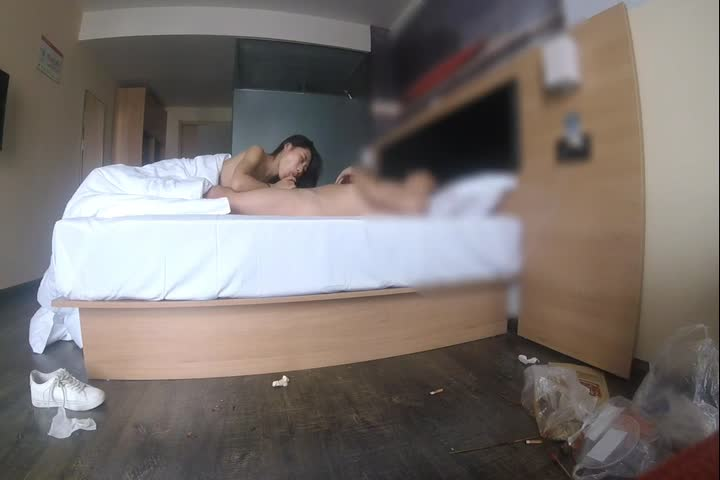 富二代大屌哥暑假和学院女神异地旅游酒店开房大干一天一夜