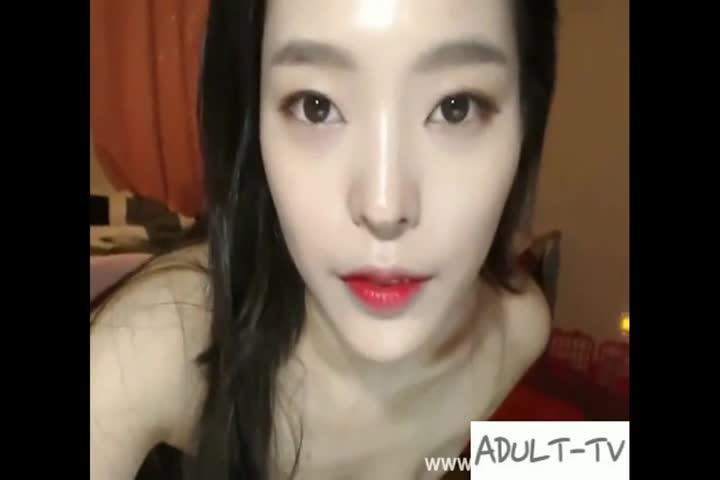 韩国美女就是多这么漂亮的美女主播为了吸引粉丝脱衣揉胸