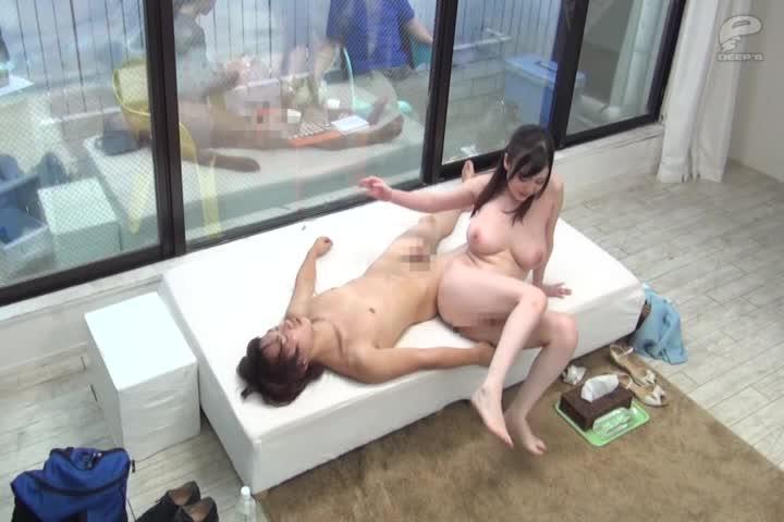 一般男女监视AV魔术镜的对面是父母!心地善良的巨乳的姐姐还对处男的弟弟的性指导1发10万日元的连续射精任务挑战!