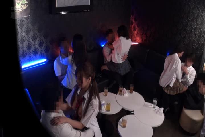 用下半身触摸NG的性感酒馆只有体验入店的女孩子言词巧妙地oto抓住了正式表演中出做的恶德客人的实际状态!2